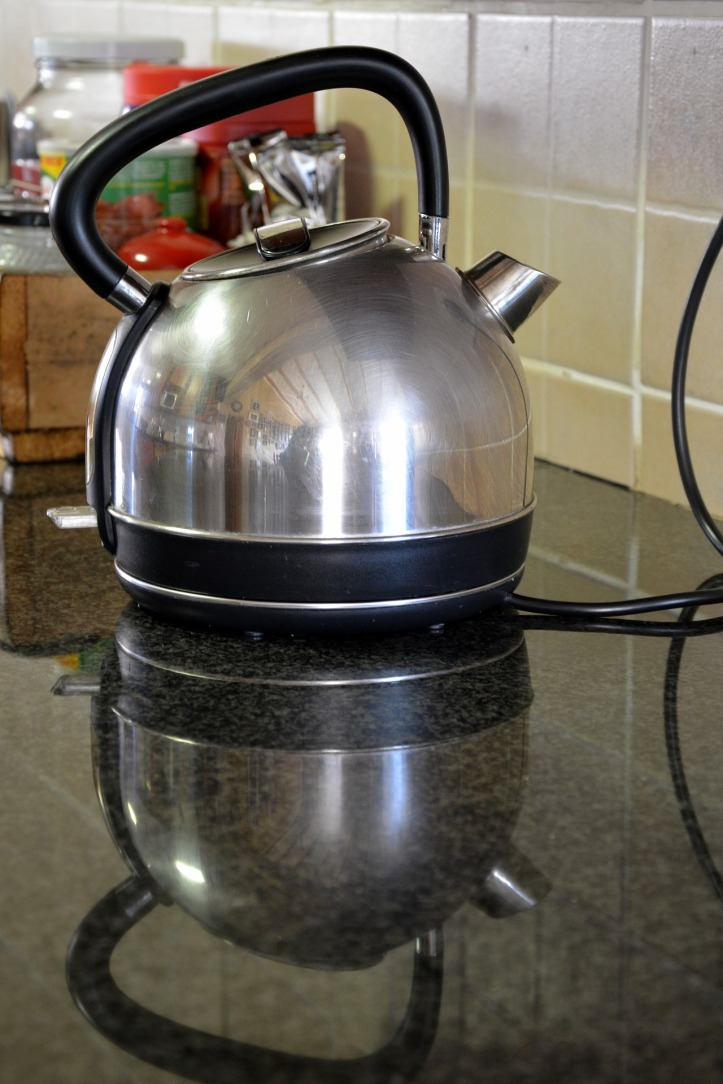 electric-kettle-1644823_1920
